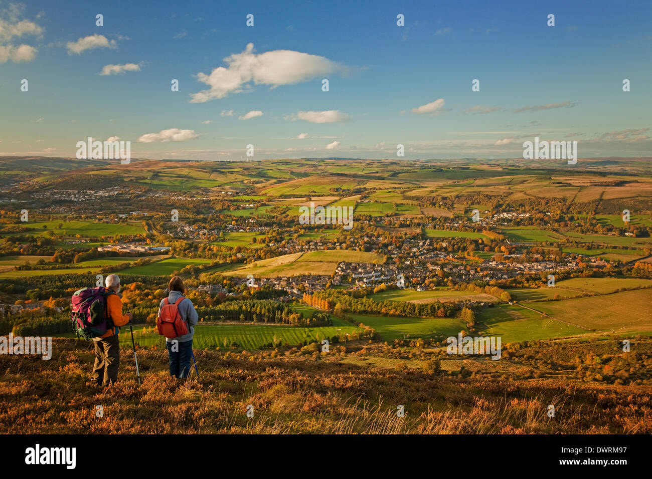 Walkers on Eildon Mid Hill in the Eildon Hills overlooking Melrose - Stock Image
