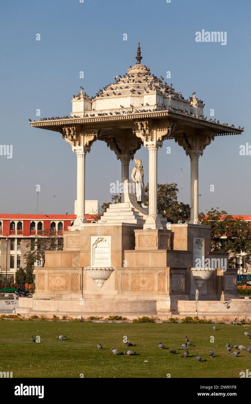 Jaipur, Rajasthan, India. Sawai Jai Singh Traffic Circle, in honor of the founder of Jaipur. - Stock Image