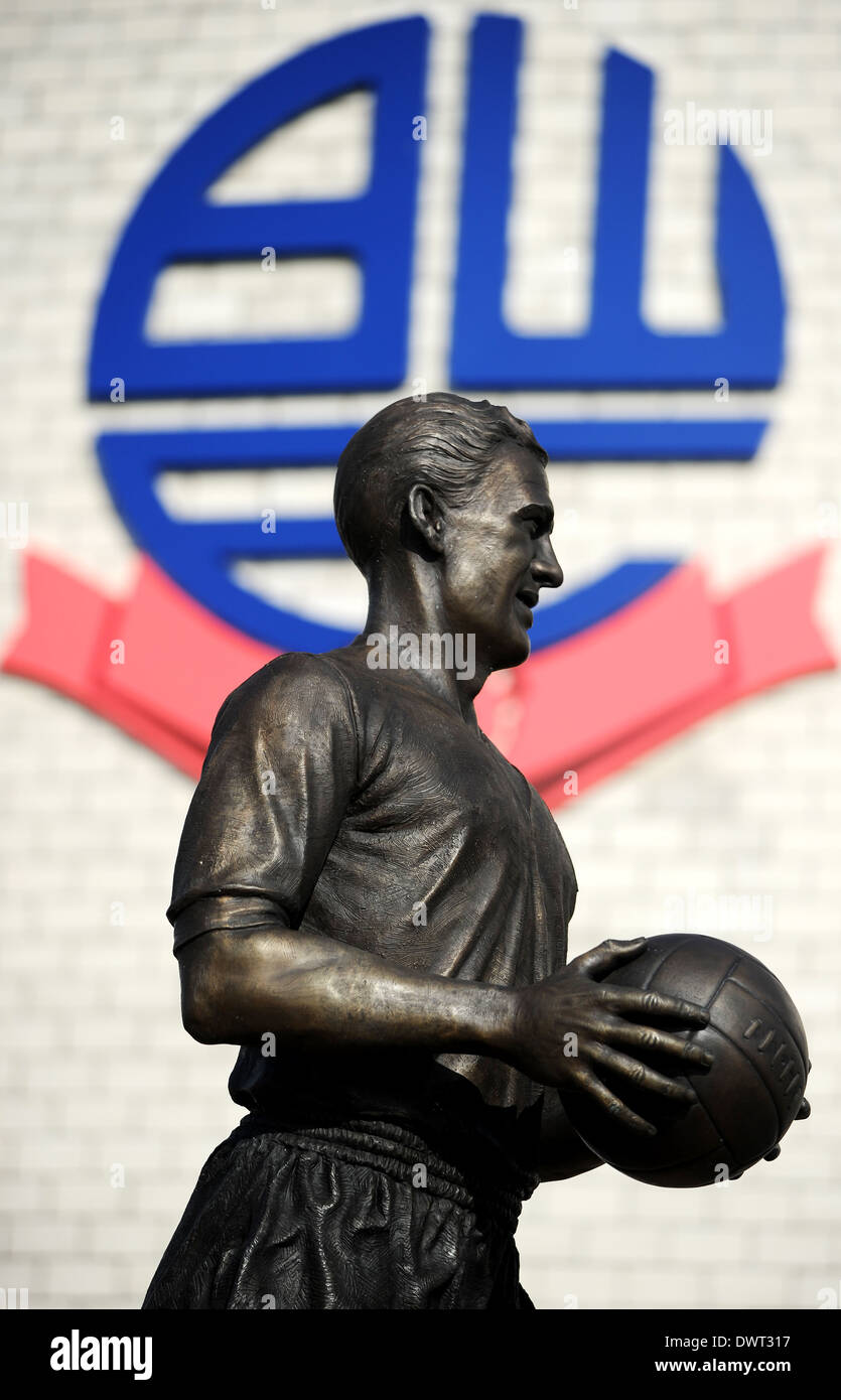 Nat Lofthouse statue, Reebok Stadium, Bolton. Picture by Paul Heyes, Wednesday March 12, 2014. - Stock Image