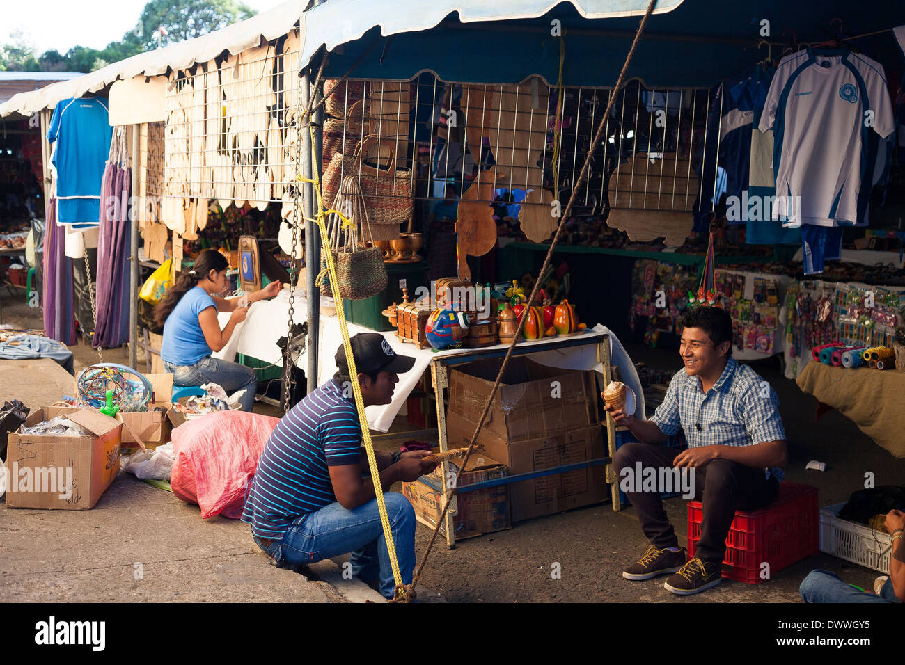 Vendors laugh and joke during a break at the weekend market in Juayua on the rutas de la flores in El Salvador - Stock Image
