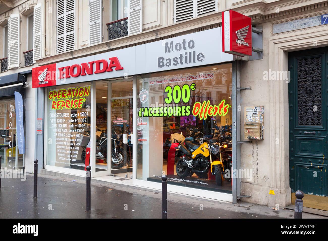 The Honda Store >> Window Of The Honda Motorcycle Store On Boulevard