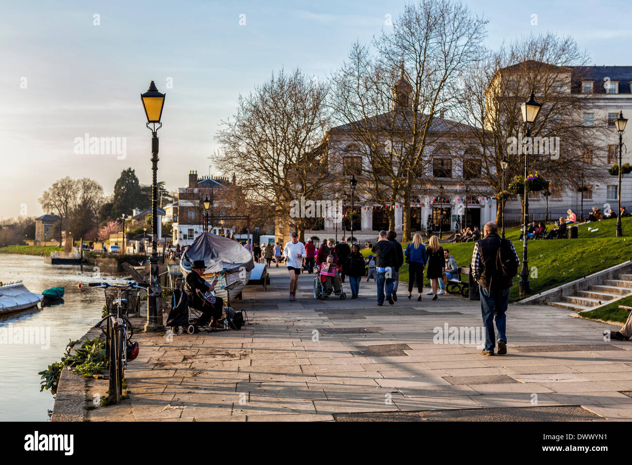 Richmond upon Thames, Greater London, UK,13th March 2014. The Capital is experiencing unusually warm weather in mid-march. Londoners shed their winter coats, boatmen dusted rowboats and tables and chairs appeared outside riverside bars and cafes  as temperatures reached pleasant highs this week. Credit:  Eden Breitz/Alamy Live News - Stock Image