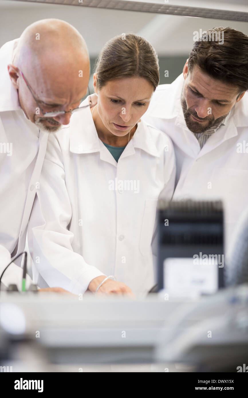 Team of engineers working in manufacturing industry - Stock Image