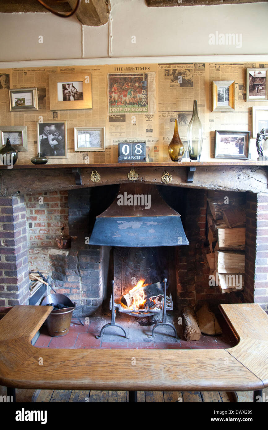 The Frog Pub and Restaurant Fireplace in Skirmett in Buckinghamshire - UK - Stock Image