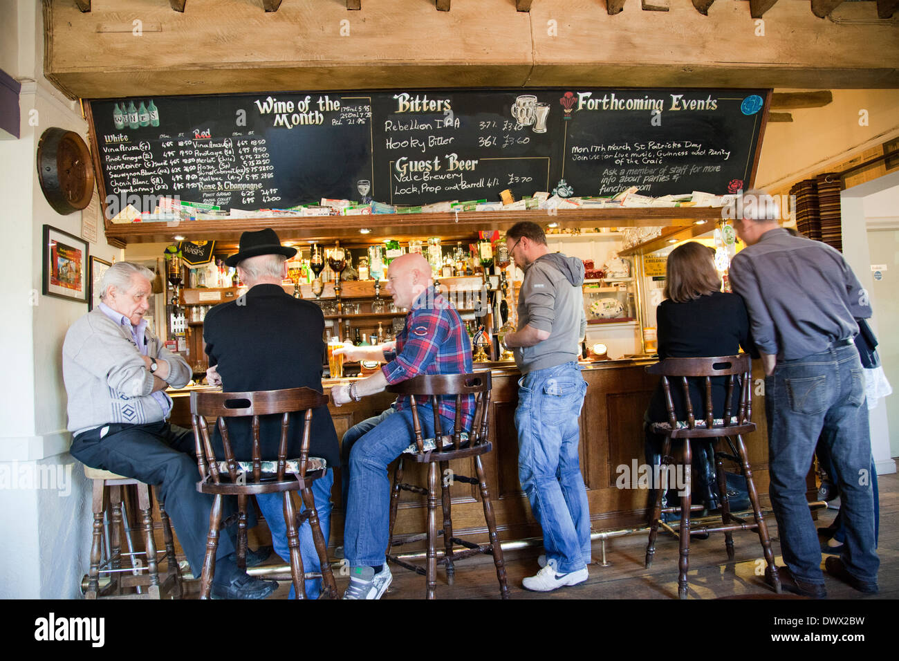 Locals Drinking at The Frog Free House and Restaurant Bar in Skirmett - Buckinghamshire - UK - Stock Image