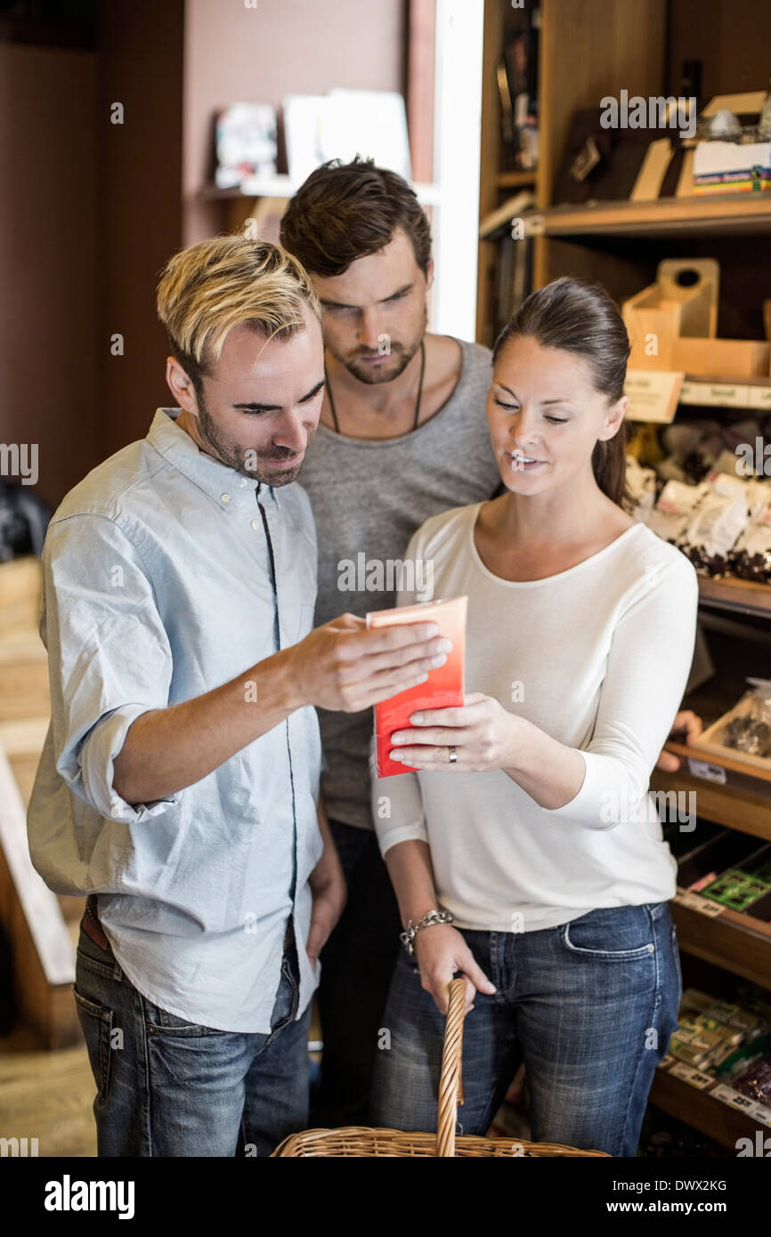 Friends reading product label in grocery store - Stock Image