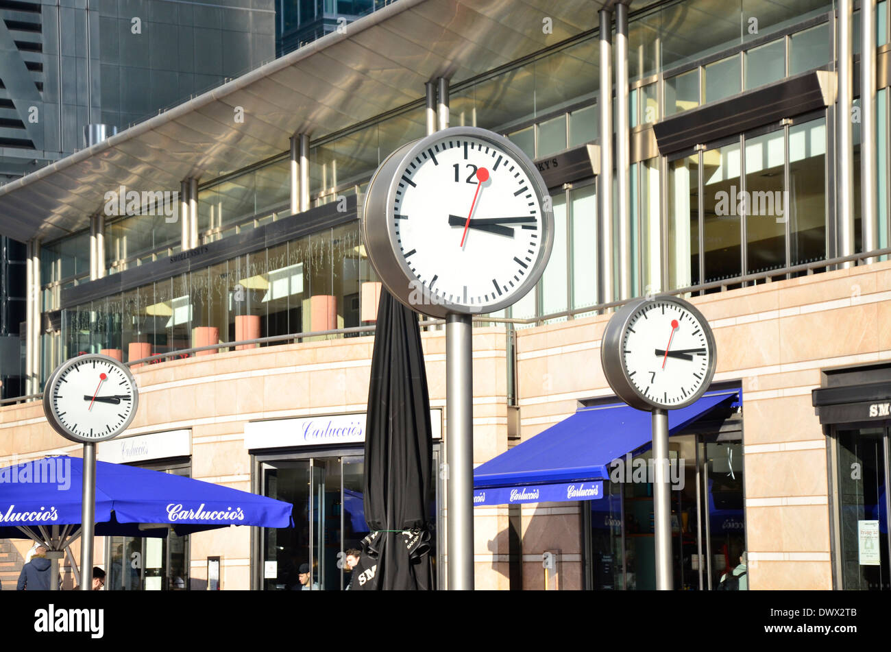 Clocks outside Carluccio's restaurant in Canary Wharf, Docklands, East London, England, UK - Stock Image