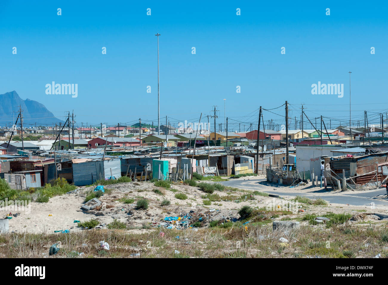 Corrugated-iron huts and rubbish dump in Khayelitsha, Cape Town, Western Cape, South Africa - Stock Image