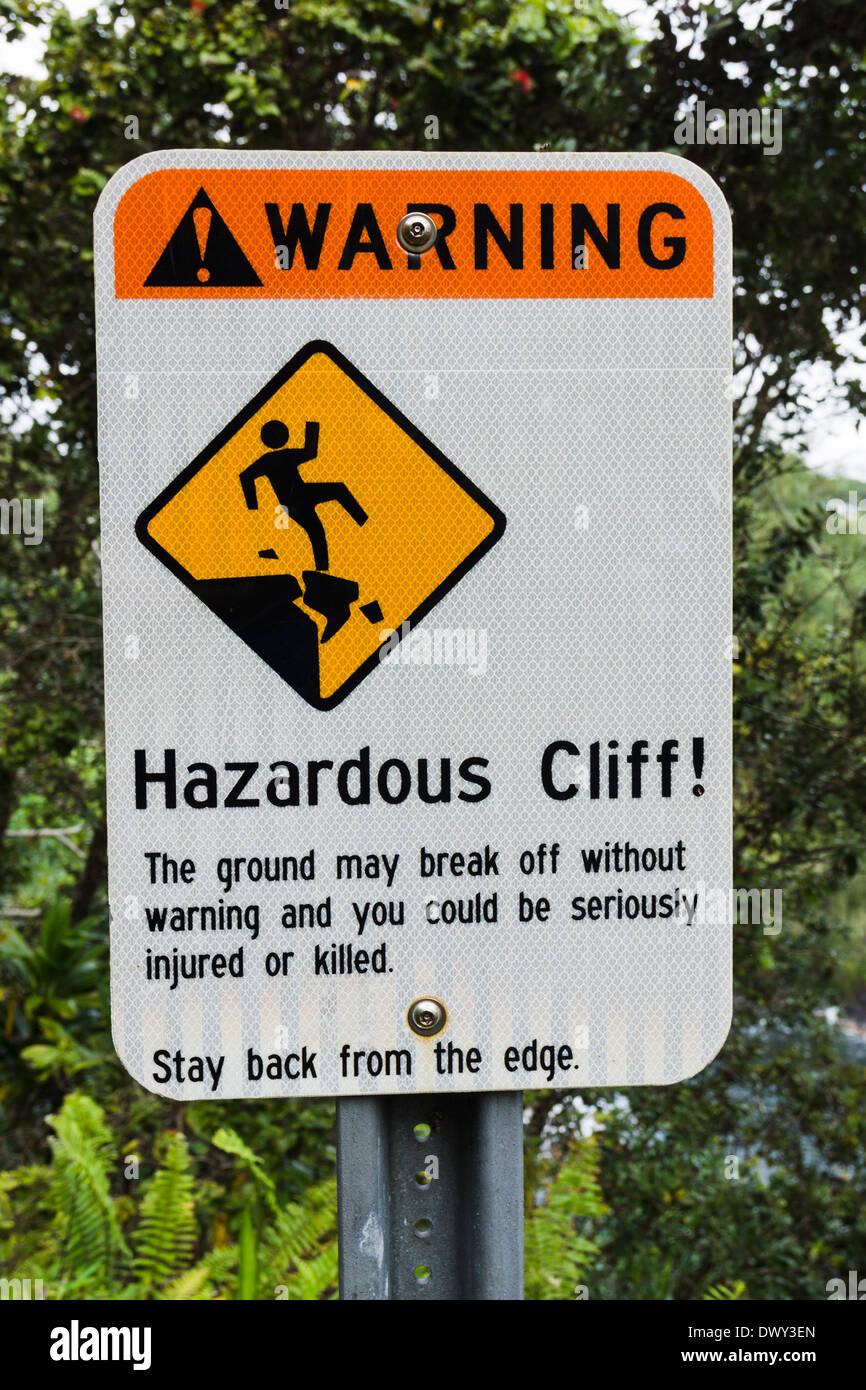 Sign 'Warning Hazardous Cliff!!'. Onomea Bay, The Big Island, Hawaii, USA. - Stock Image