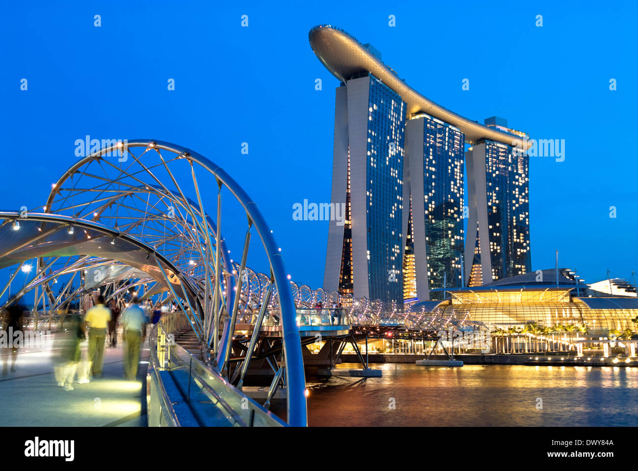 Night image of the new Marina Bay Sands Hotel and Casino in Singapore. - Stock Image