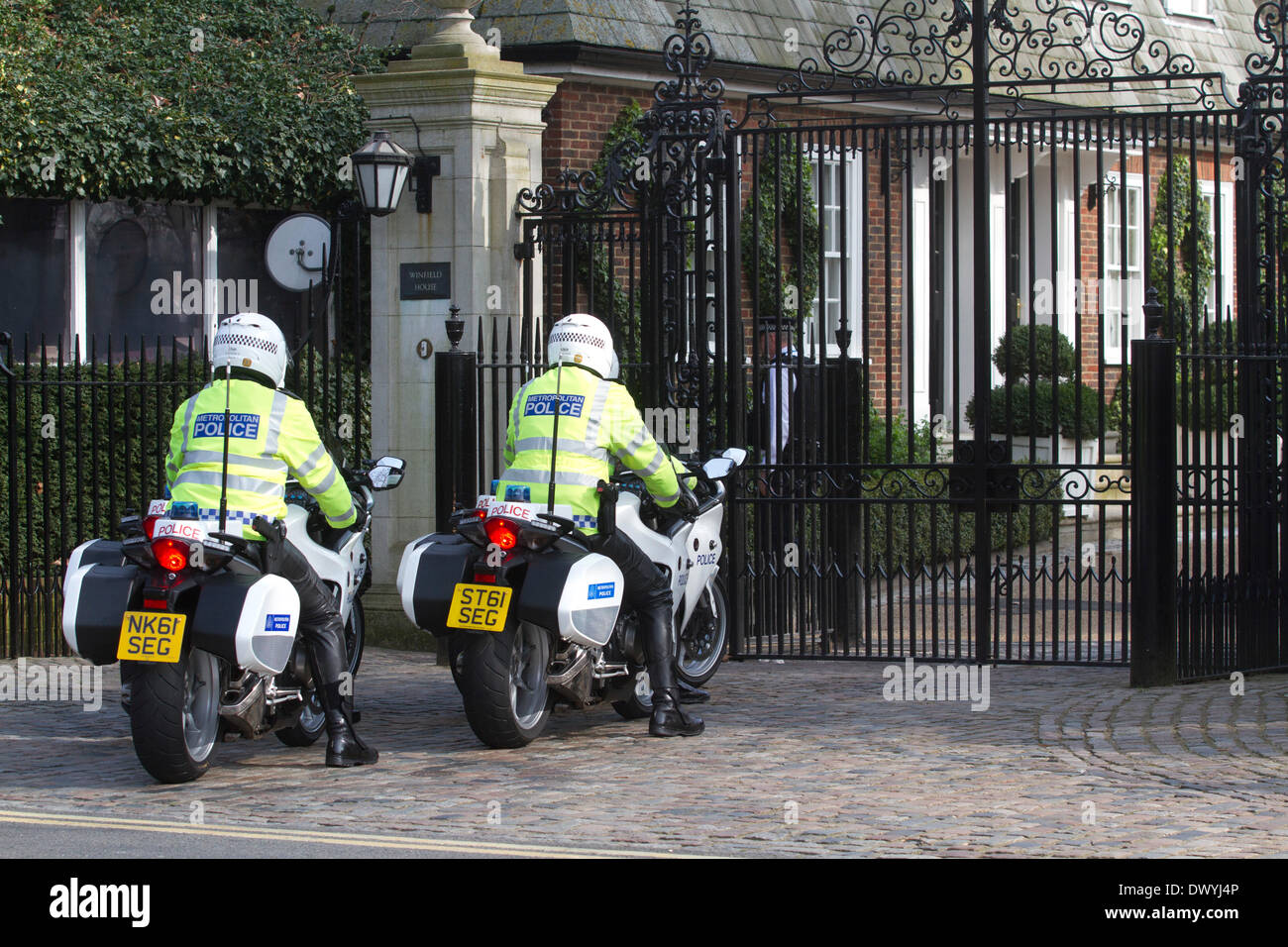 London UK. 14th March 2014. Police provide security outside the  American Ambassador residence in London as  US Secretary of State John Kerry was meeting his Russian counterpart foreign minister Sergei Lavrov in London to discuss the Ukranian crisis and the referendum in Crimea - Stock Image