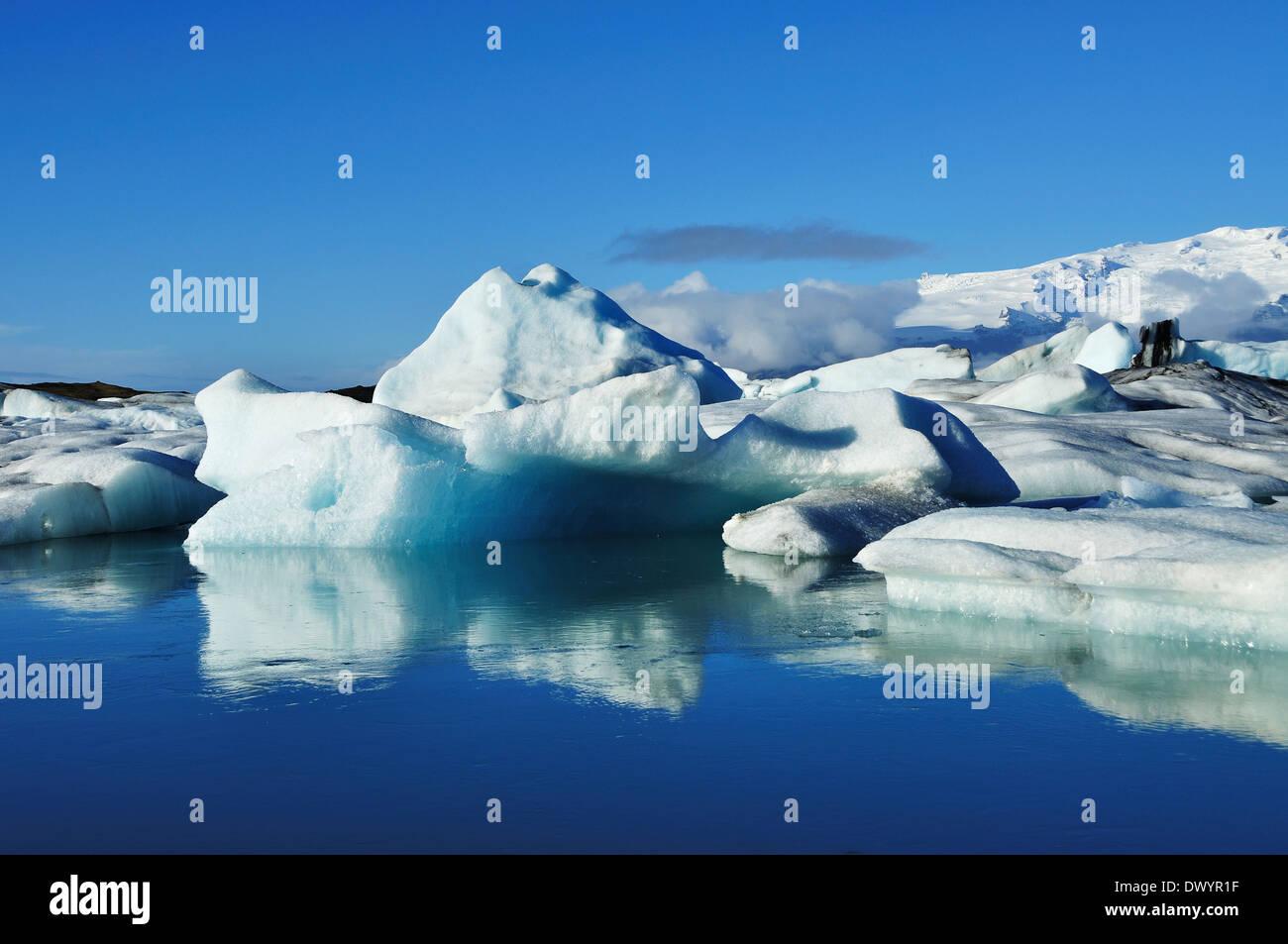 Blue icebergs floating in the jokulsarlon lagoon in Iceland - Stock Image