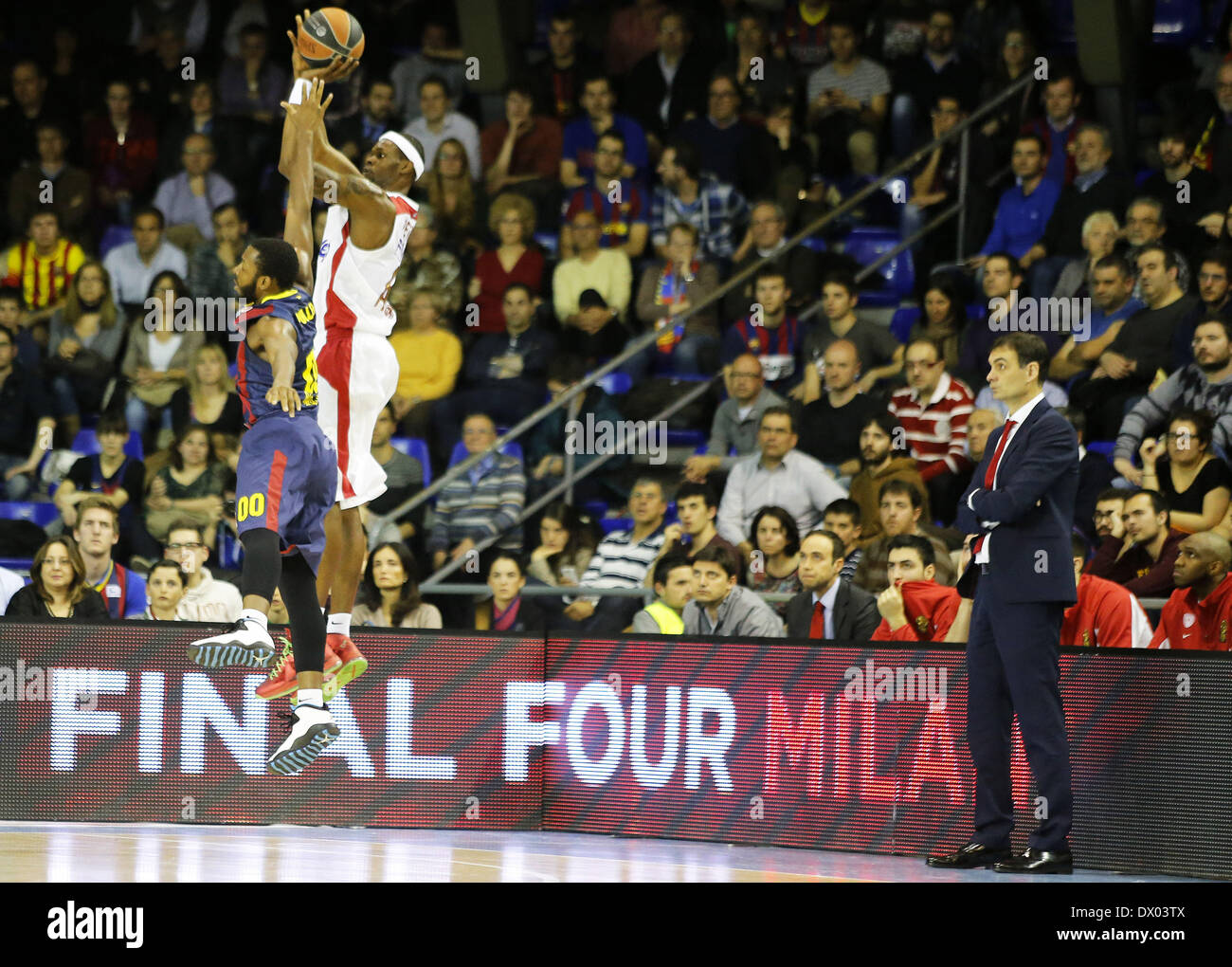 Barcelona, Spain. 14th Mar, 2014. Jacob Pullen and Brent Petway in the match between FC Barcelona and Olympiacos, for the week 10 of the Top 16 Euroleague basketball match at the Palau Blaugrana, the March 14, 2014. Photo: Joan Valls/ Urbanandsport /Nurphoto. Credit:  Urbanandsport/NurPhoto/ZUMAPRESS.com/Alamy Live News - Stock Image