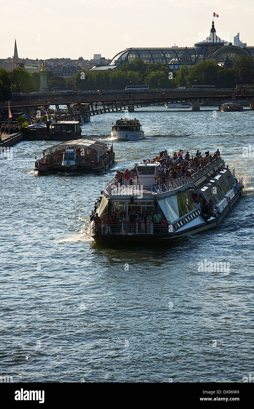 Tourist ship running through River Seine - Stock Image