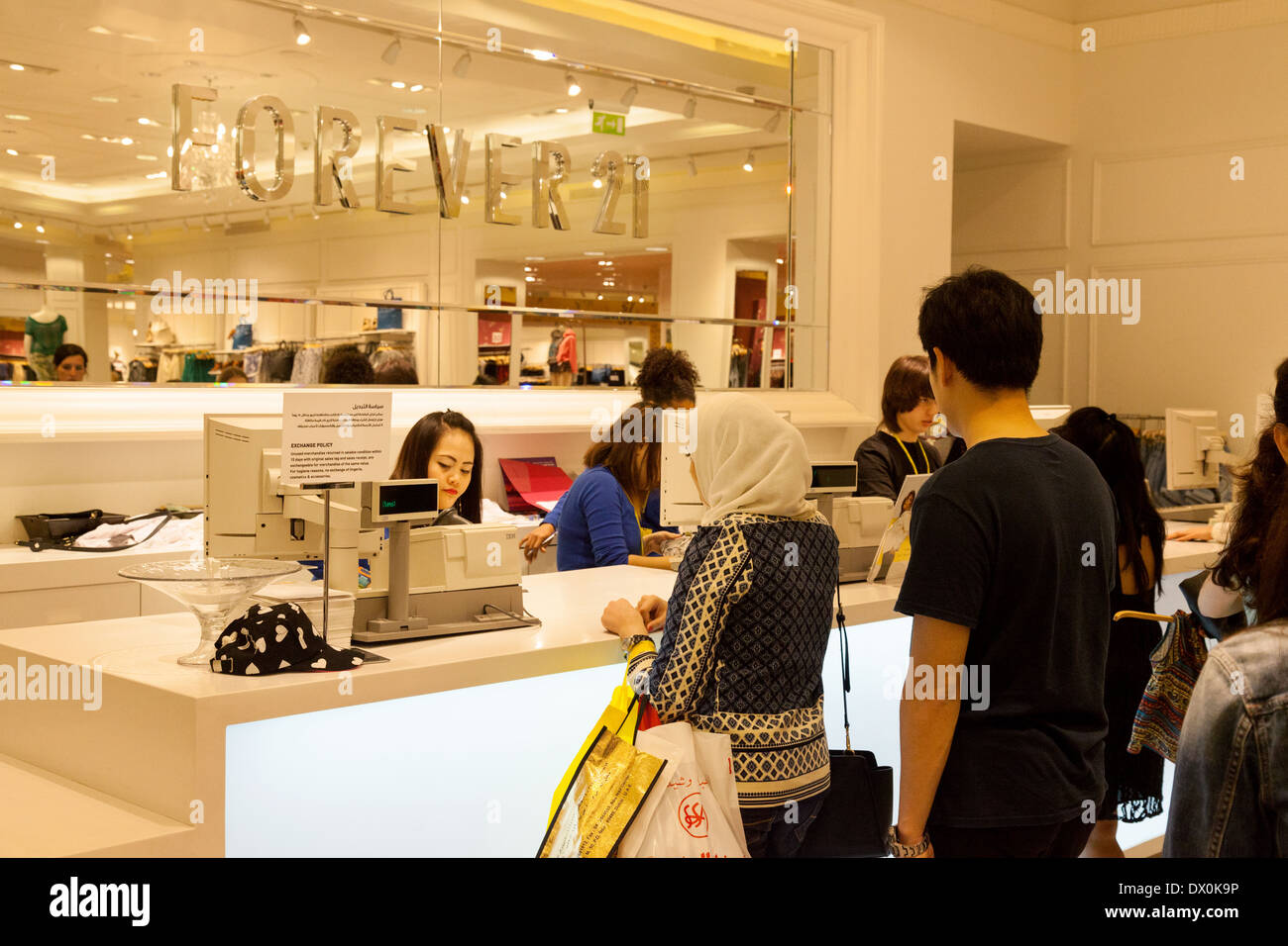 People shopping at the cash till, buying clothes, Forever 21 store, Dubai Mall, Dubai, UAE, United Arab Emirates, Middle East - Stock Image