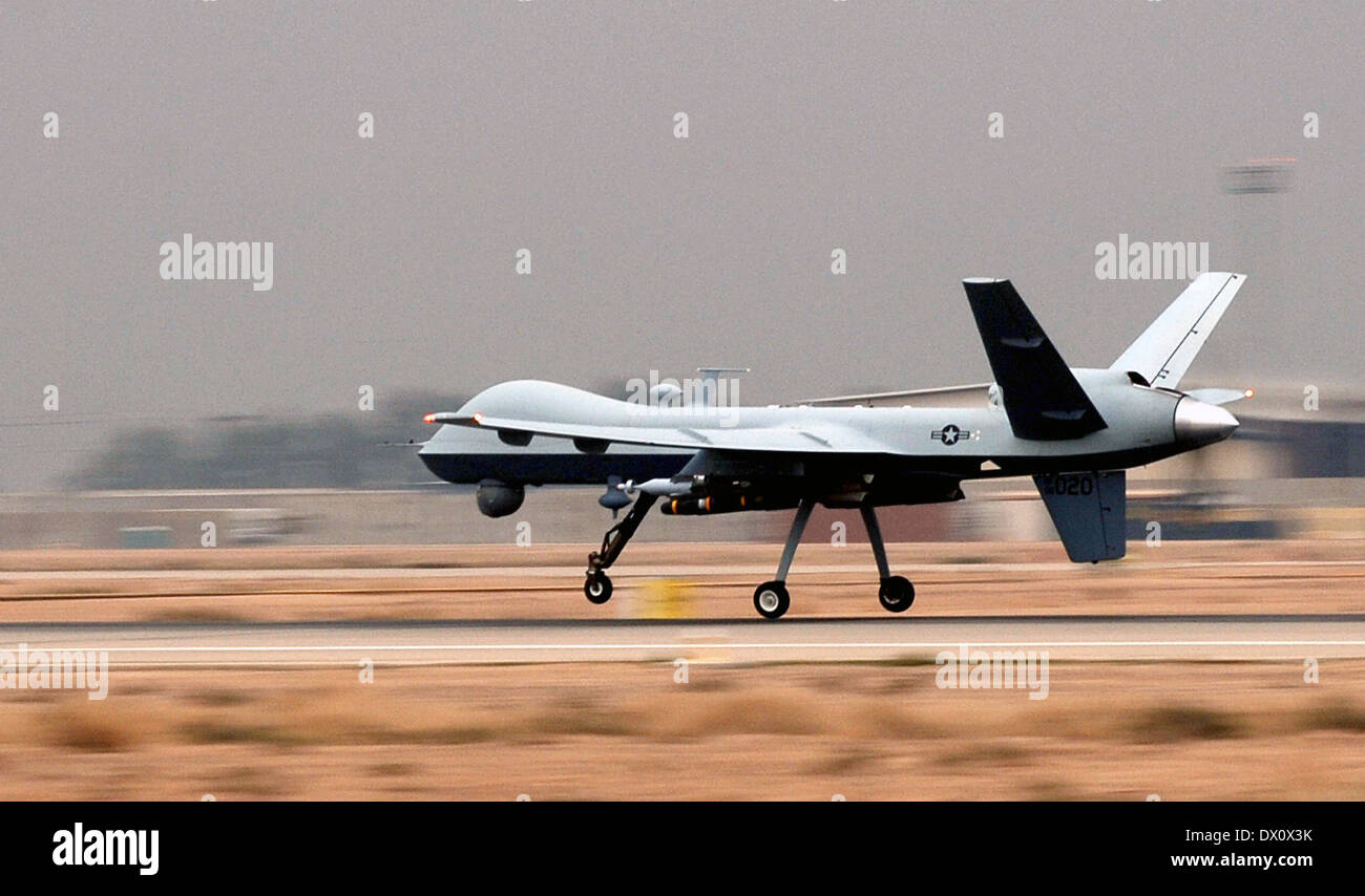 A US Air Force MQ-9 Reaper unmanned aerial vehicle lands at Joint Base Balad November 20, 2008 in Balad, Iraq. - Stock Image