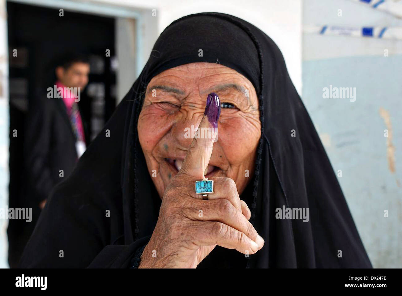 An Iraqi woman holds her inked purple finger showing that she voted in parliamentary elections March 7, 2010 in n Nasiriyah, Iraq. - Stock Image