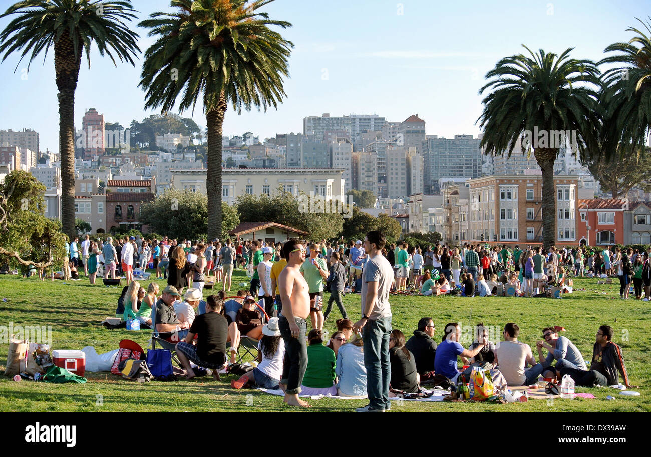 crowd of people gather at Fort Mason to celebrate St. Patricks day - Stock Image