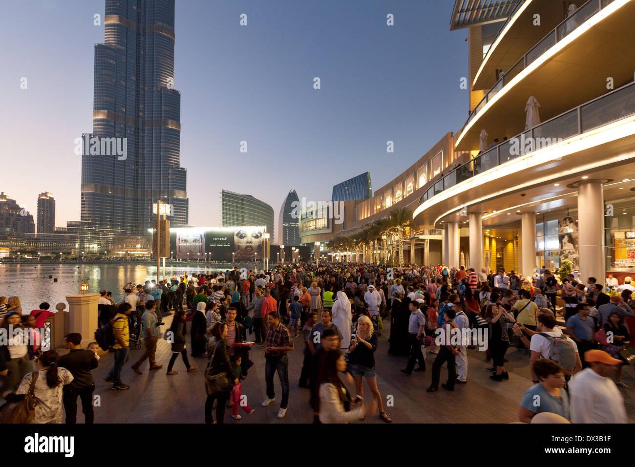 Dubai Mall, lake and Burj Khalifa with crowds of people at sunset, Dubai, UAE, United Arab Emirates Middle East - Stock Image