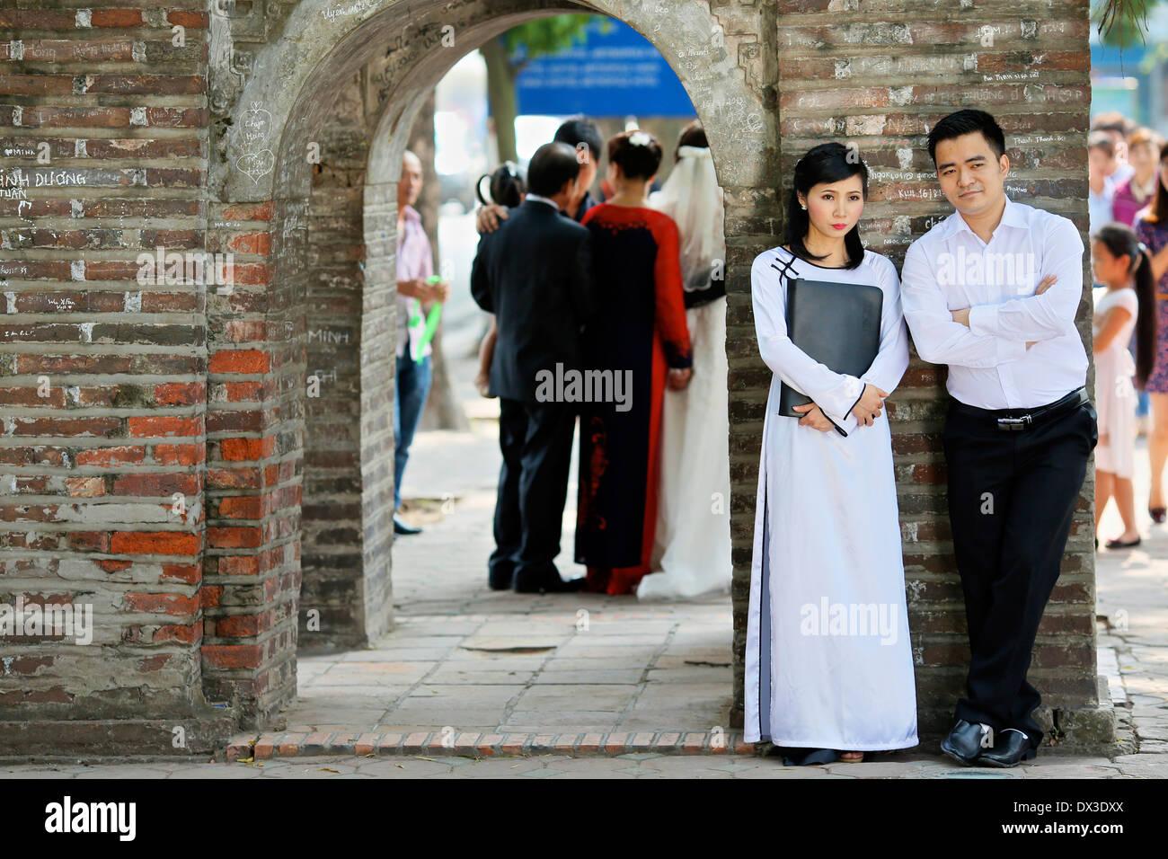 A Vietnamese couple having their engagement photographs taken in Hanoi - Stock Image