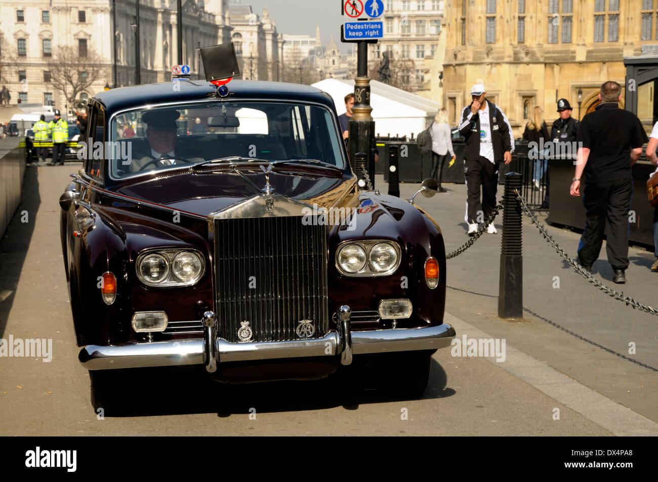 London England Uk Royal Rolls Royce Phantom Vi Waits Outside The