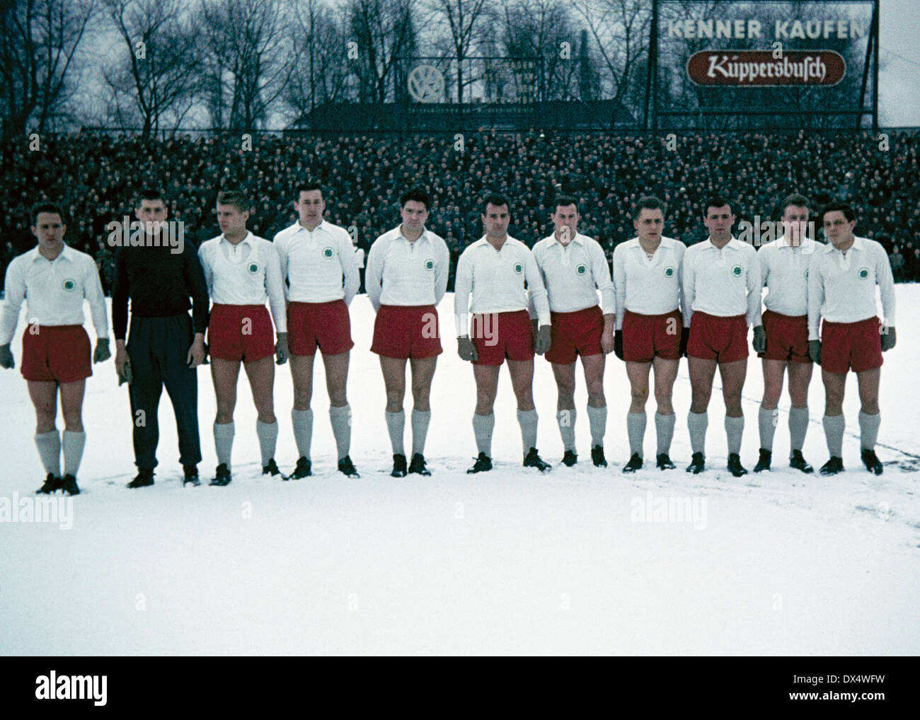 football, Oberliga West, 1962/1963, Glueckaufkampfbahn Gelsenkirchen, FC Schalke 04 versus Rot Weiss Oberhausen 1:1, team shot Oberhausen with Fredi Lauten (1.f.l.), Torwart Helmut Traska (2.f.l.), Helmut Laszig (3.f.l.), Jule Hans Barwenzik (6.f.l.), Fri - Stock Image