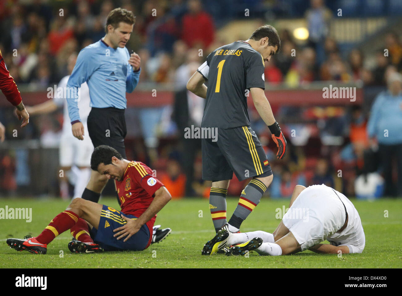 Wonderful Benzema World Cup 2018 - spains-sergio-busquets-and-frances-karim-benzema-spain-vs-france-world-DX4XD0  Pictures_475378 .jpg