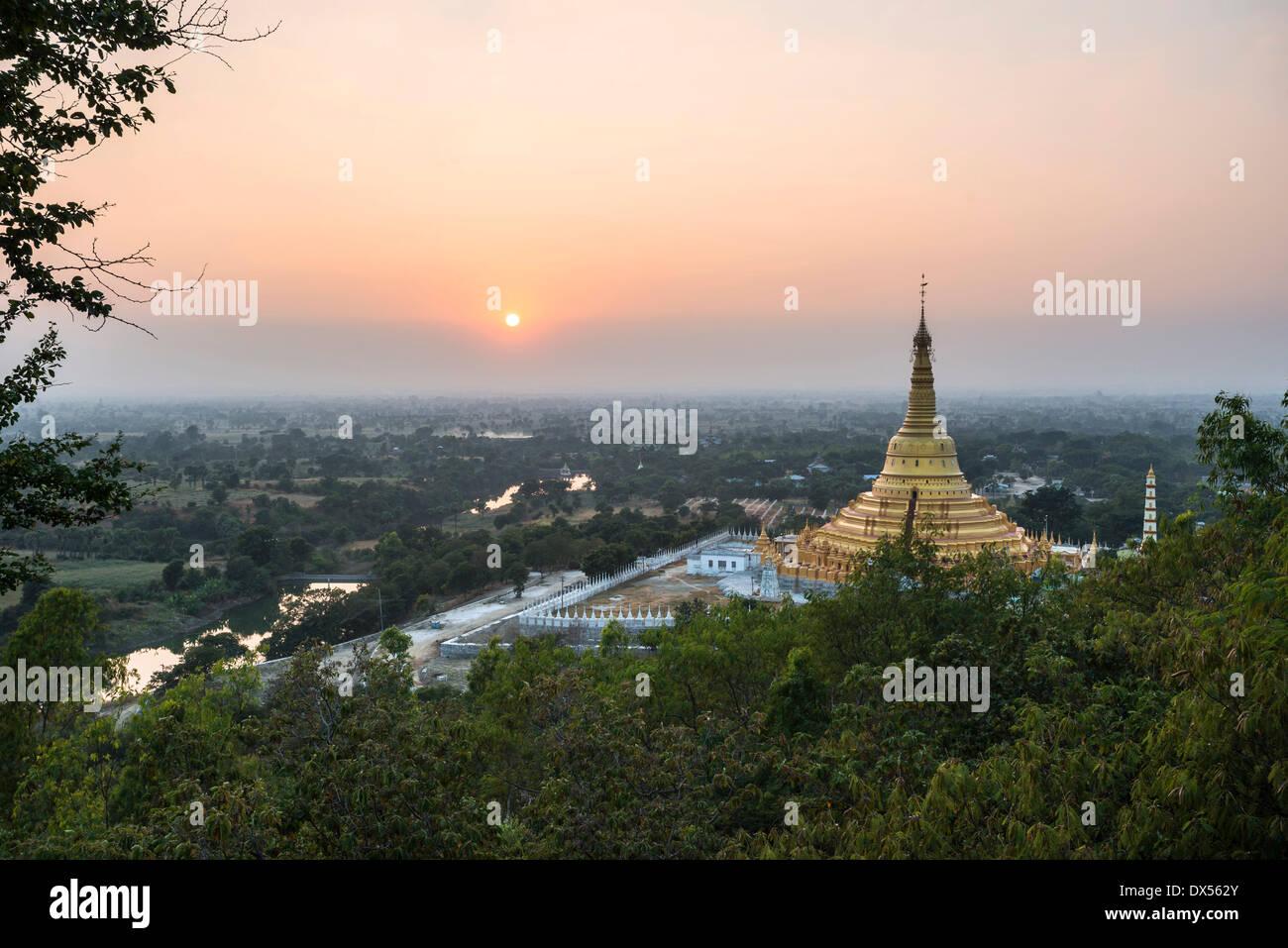 Aung Sakkya Pagoda, Maha Bodhi Ta Htaung, Monywa, Sagaing Region, Myanmar Stock Photo