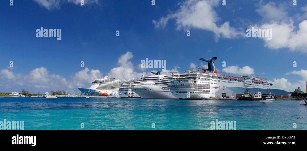 Cruise ships in the cruise port of Nassau, Bahamas - Stock Image