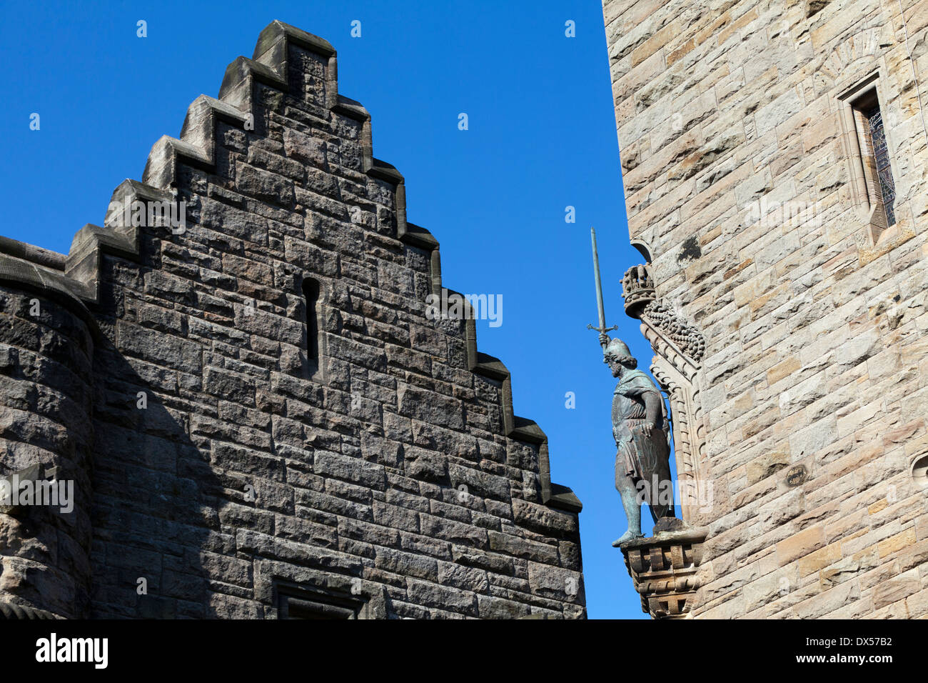 Statue of William Wallace on the National Wallace Monument on Abbey Craig, near Stirling, Scotland - Stock Image