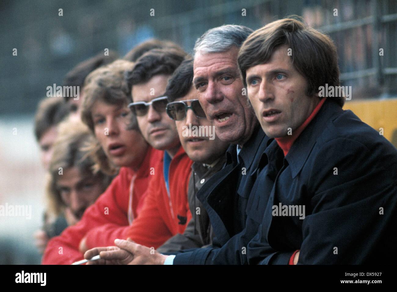 football, Bundesliga, 1973/1974, Stadium am Boekelberg, Borussia Moenchengladbach versus MSV Duisburg 3:2, coaching bench Duisburg with coach Willibert Kremer (right) - Stock Image