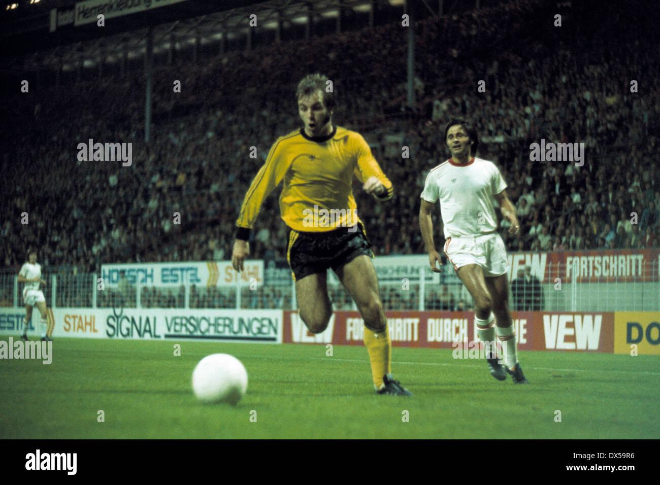 football, 2. Bundesliga Nord, 1974/1975, Westfalen Stadium, Borussia Dortmund versus Rot Weiss Oberhausen 4:0, scene of the match, ahead Hans-Werner Hartl (BVB), behind Dragan Stojanovic (RWO) - Stock Image