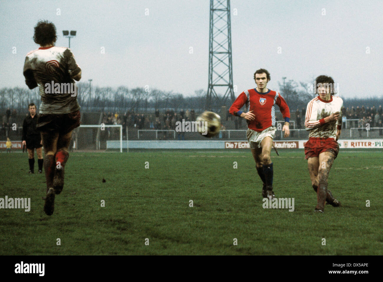 football, 2. Bundesliga Nord, 1974/1975, Niederrheinstadion, Rot Weiss Oberhausen versus FC Bayer 05 Uerdingen 1:3, shot on goal by Willi Quasten (RWO) right, left besides Heinz Mostert (Bayer) - Stock Image