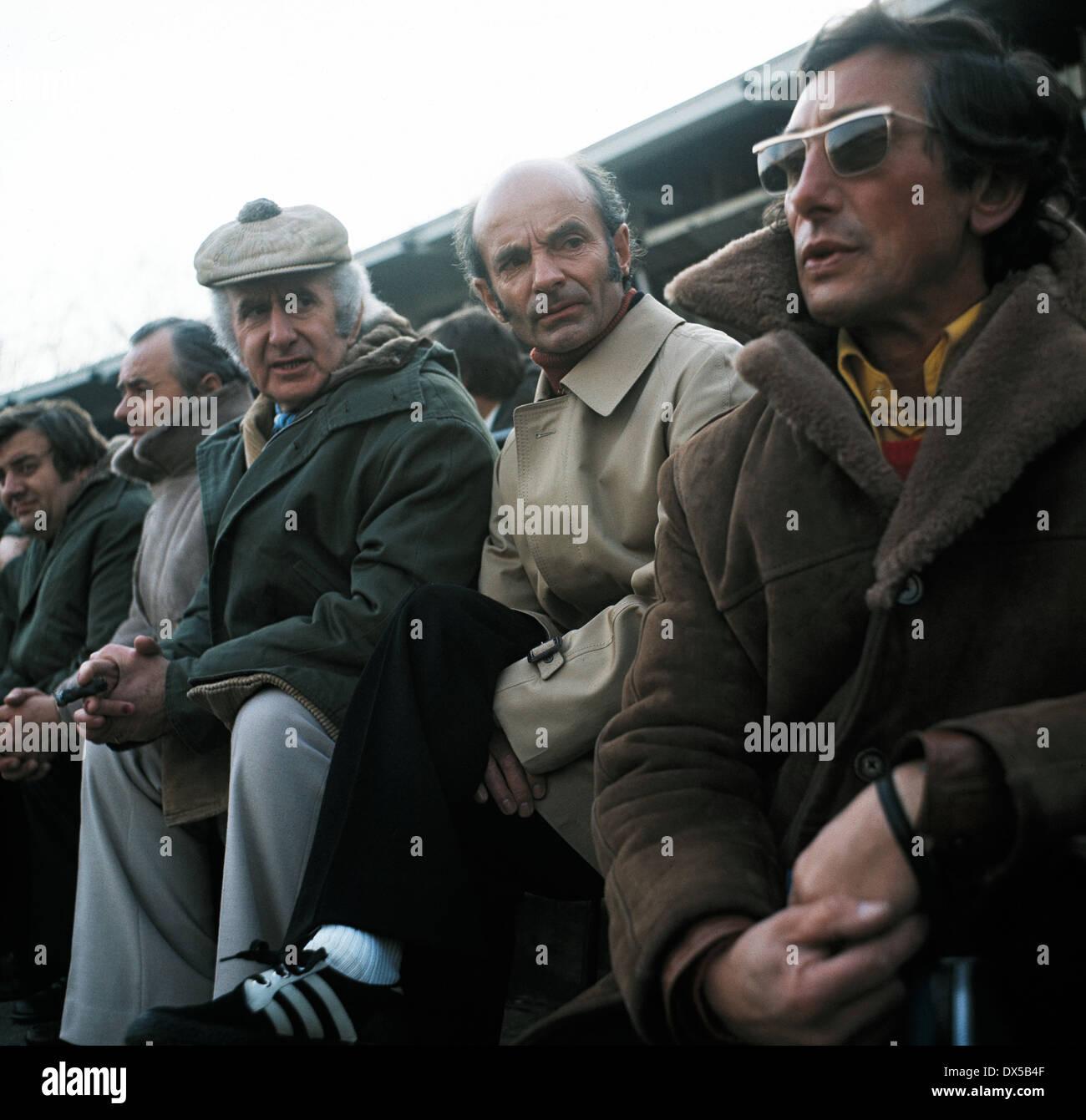 football, Bundesliga, 1974/1975, Radrennbahn Muengersdorf, 1. FC Cologne versus FC Bayern Munich 1:0, coaching bench Munich, Manager Robert Schwan left and coach Dettmar Cramer - Stock Image