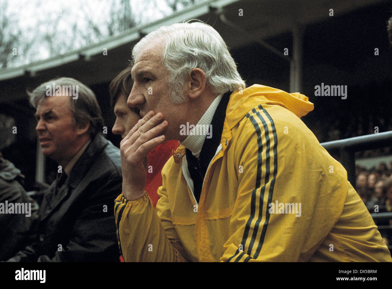 football, Bundesliga, 1974/1975, Radrennbahn Muengersdorf, 1. FC Cologne versus Hertha BSC Berlin 2:1, coach Georg Kessler (Hertha) on the coaching bench - Stock Image