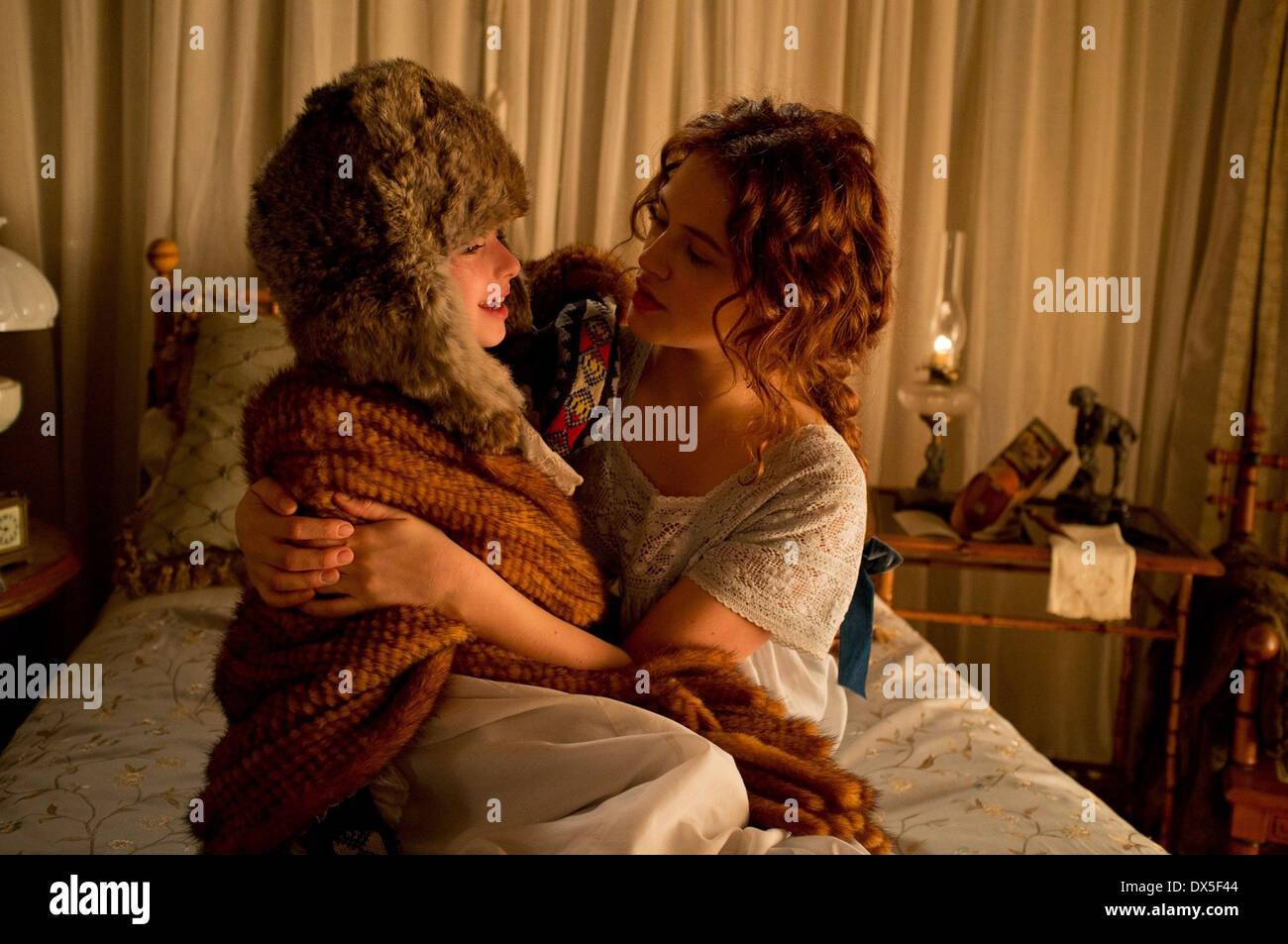 A WINTER'S TALE (2014) MCKAYLA TWIGGS JESSICA BROWN FINDLAY AKIVA GOLDSMAN (DIR) MOVIESTORE COLLECTION LTD - Stock Image