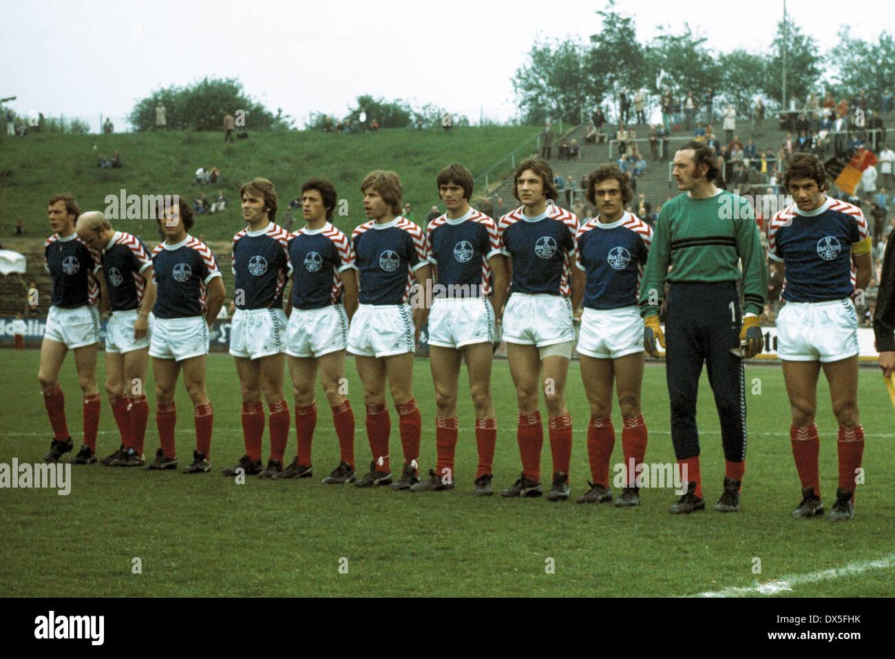football, 2. Bundesliga Nord, 1974/1975, Stadium am Uhlenkrug, ETB Schwarz Weiss Essen versus FC Bayer 05 Uerdingen 1:2, team shot Uerdingen, f.l.t.r. Horst Riege, Lothar Prehn, Hans-Juergen Wloka, Edmund Stieber, Franz Raschid, Norbert Brinkmann, Friedhe - Stock Image