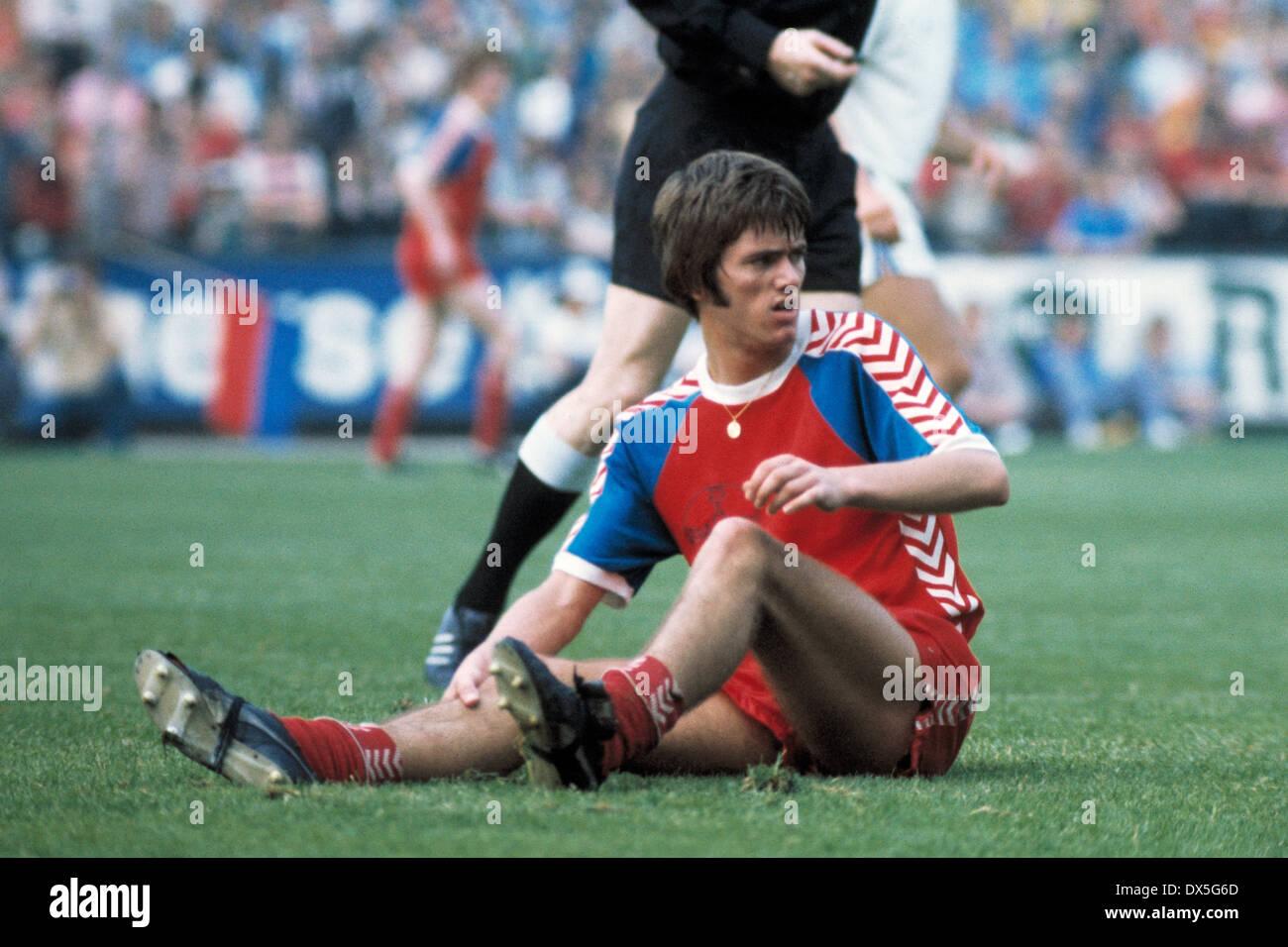 football, 2. Bundesliga Nord, 2. Bundesliga Sued, 1974/1975, relegation match to Bundesliga 1975/1976, return leg, Grotenburg Stadium in Krefeld, FC Bayer 05 Uerdingen versus FK Pirmasens 6:0, scene of the match, Friedhelm Funkel (Uerdingen) sitting on th - Stock Image