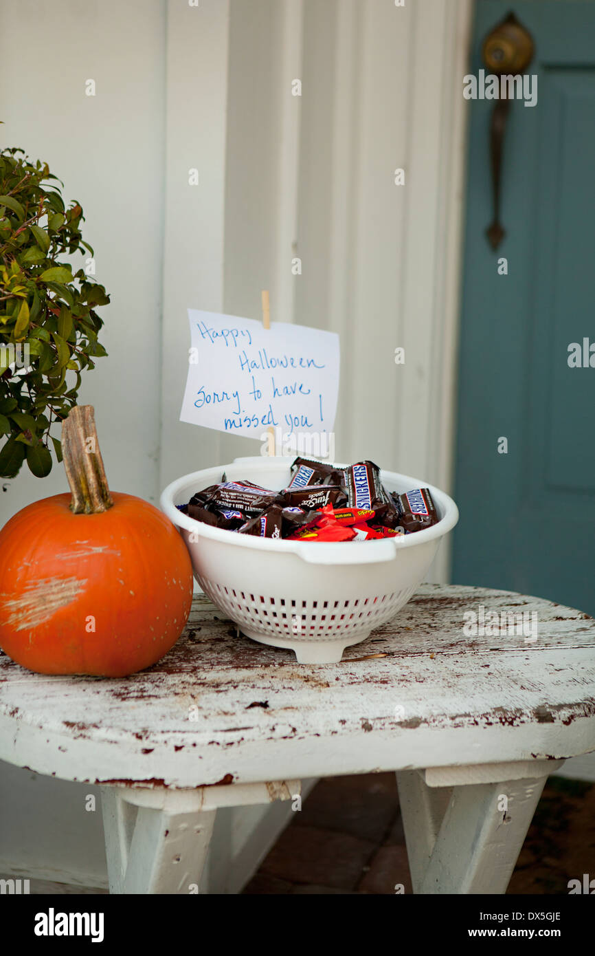 halloween candy stock photos & halloween candy stock images - alamy