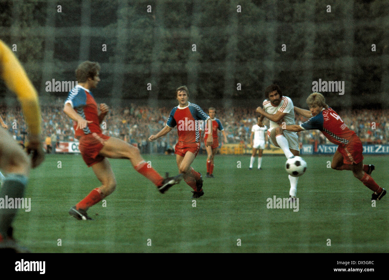 football, Bundesliga, 1975/1976, Grotenburg Stadium, FC Bayer 05 Uerdingen versus FC Bayern Munich 2:1, shot on goal by Gerd Mueller (FCB) 2.f.r., three Uerdingen players surrounding him, right Norbert Brinkmann (Uerdingen) - Stock Image