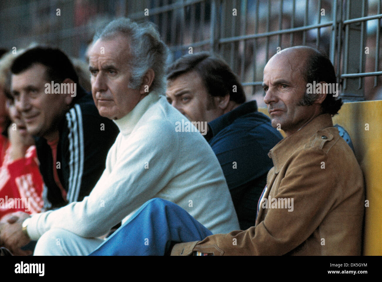 football, Bundesliga, 1975/1976, Stadium am Boekelberg, Borussia Moenchengladbach versus FC Bayern Munich 4:1, coaching bench Munich, director Robert Schwan (2.f.l.) and coach Dettmar Cramer (right) - Stock Image