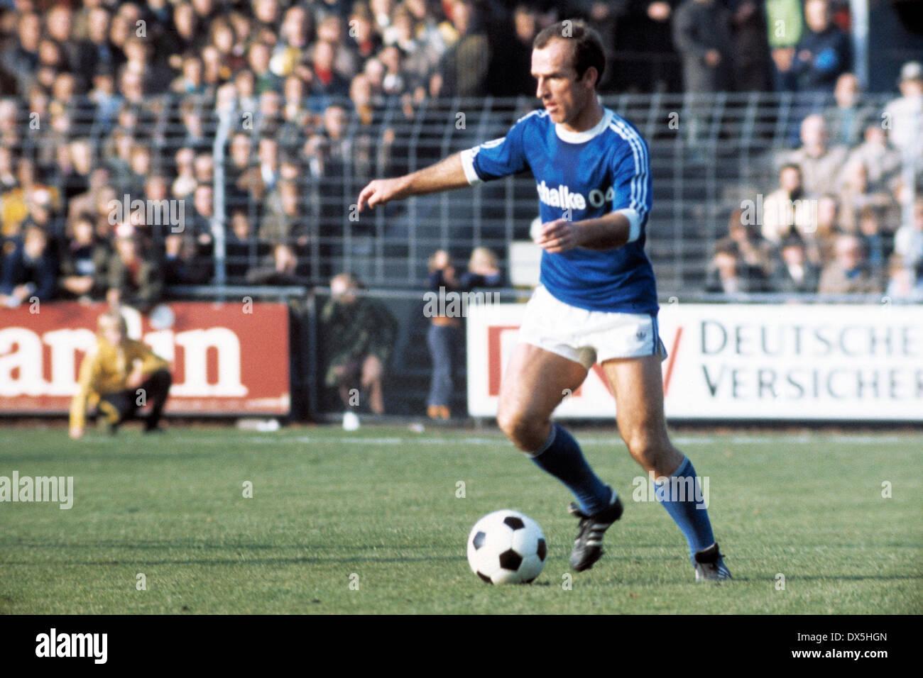 football, Bundesliga, 1975/1976, Grotenburg Stadium, FC Bayer 05 Uerdingen versus FC Schalke 04 3:2, Branko Oblak (S04) in ball possession - Stock Image