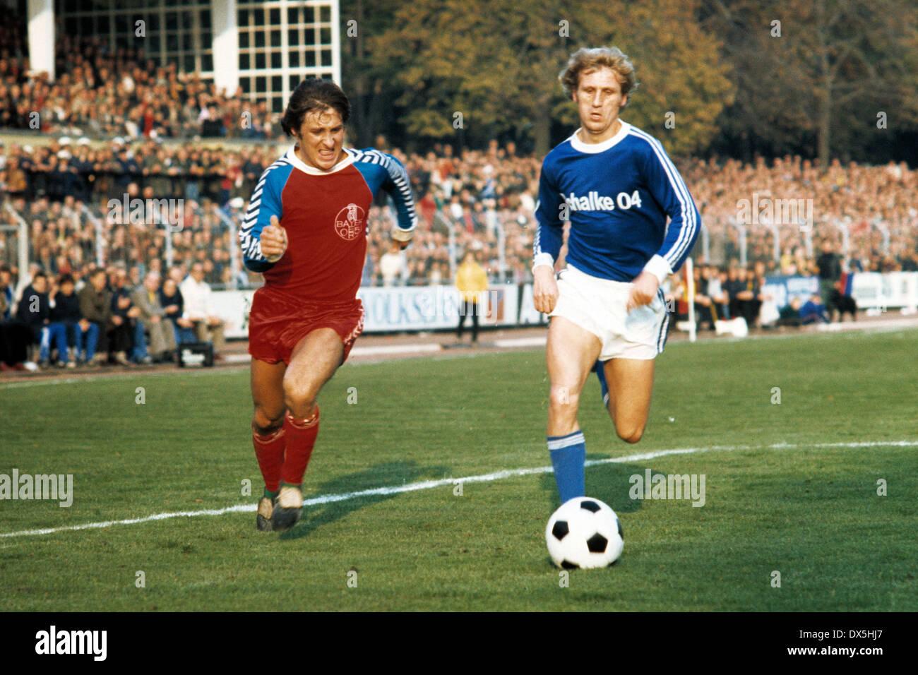 football, Bundesliga, 1975/1976, Grotenburg Stadium, FC Bayer 05 Uerdingen versus FC Schalke 04 3:2, scene of the match, Hans-Juergen Wloka (Uerdingen) left and Klaus Fichtel (S04) - Stock Image