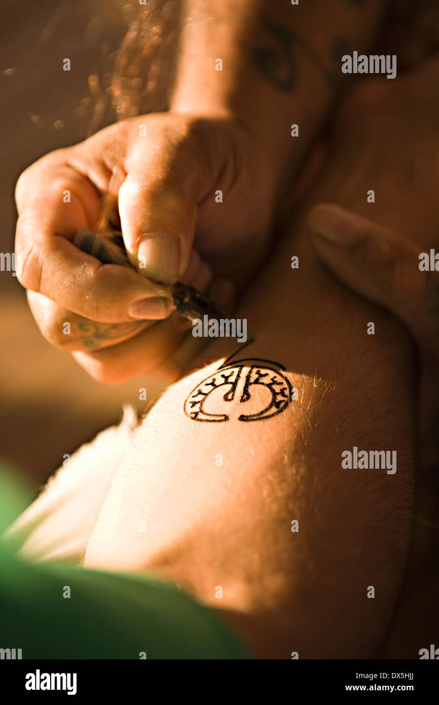 Tahitian Henna Tattoo Being Applied To Man S Forearm Close Up Stock