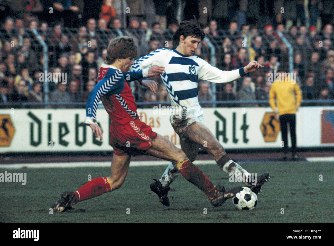 football, Bundesliga, 1975/1976, Grotenburg Stadium, FC Bayer 05 Uerdingen versus MSV Duisburg 0:4, scene of the match, Norbert Brinkmann (05) left and Ronald Worm (MSV), triple goal scorer - Stock Image