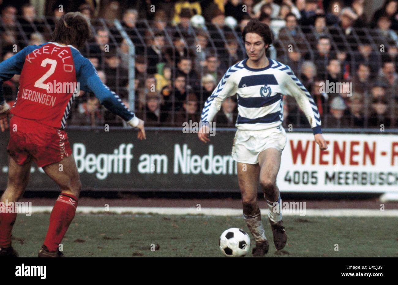football, Bundesliga, 1975/1976, Grotenburg Stadium, FC Bayer 05 Uerdingen versus MSV Duisburg 0:4, scene of the match, Lothar Schneider (MSV) in ball possession - Stock Image