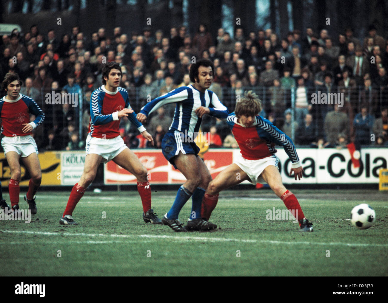 football, Bundesliga, 1975/1976, Grotenburg Stadium, FC Bayer 05 Uerdingen versus Hertha BSC Berlin 1:1, scene of the match, f.l.t.r. Edmund Stieber (05), Paul Hahn (05), Erwin Kostedde (Hertha), Norbert Brinkmann (05) - Stock Image