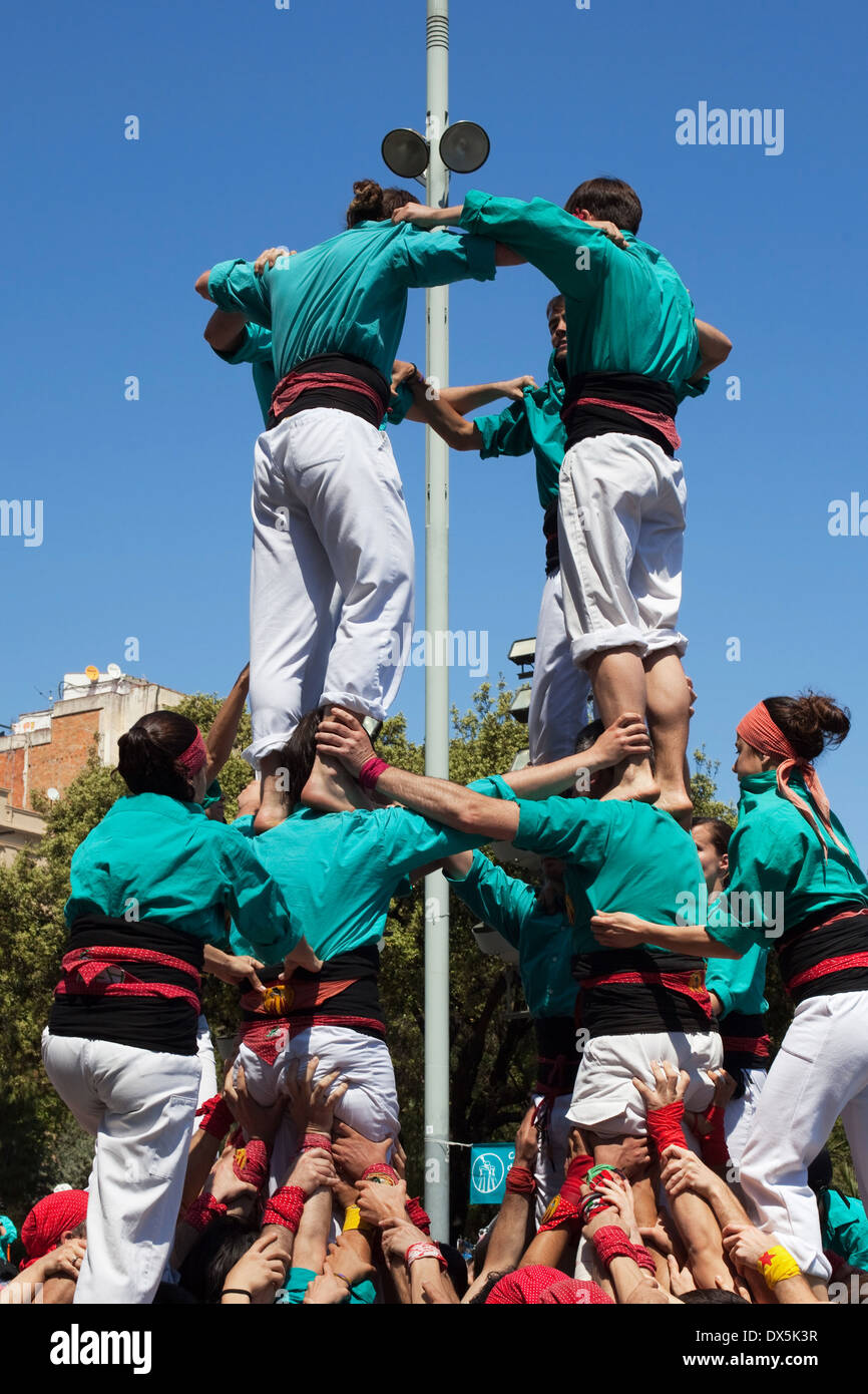 Castellers of Sagrada Familia forming a human castle during the Sagrada Familia Festival on April 21, 2013 in Barcelona. - Stock Image