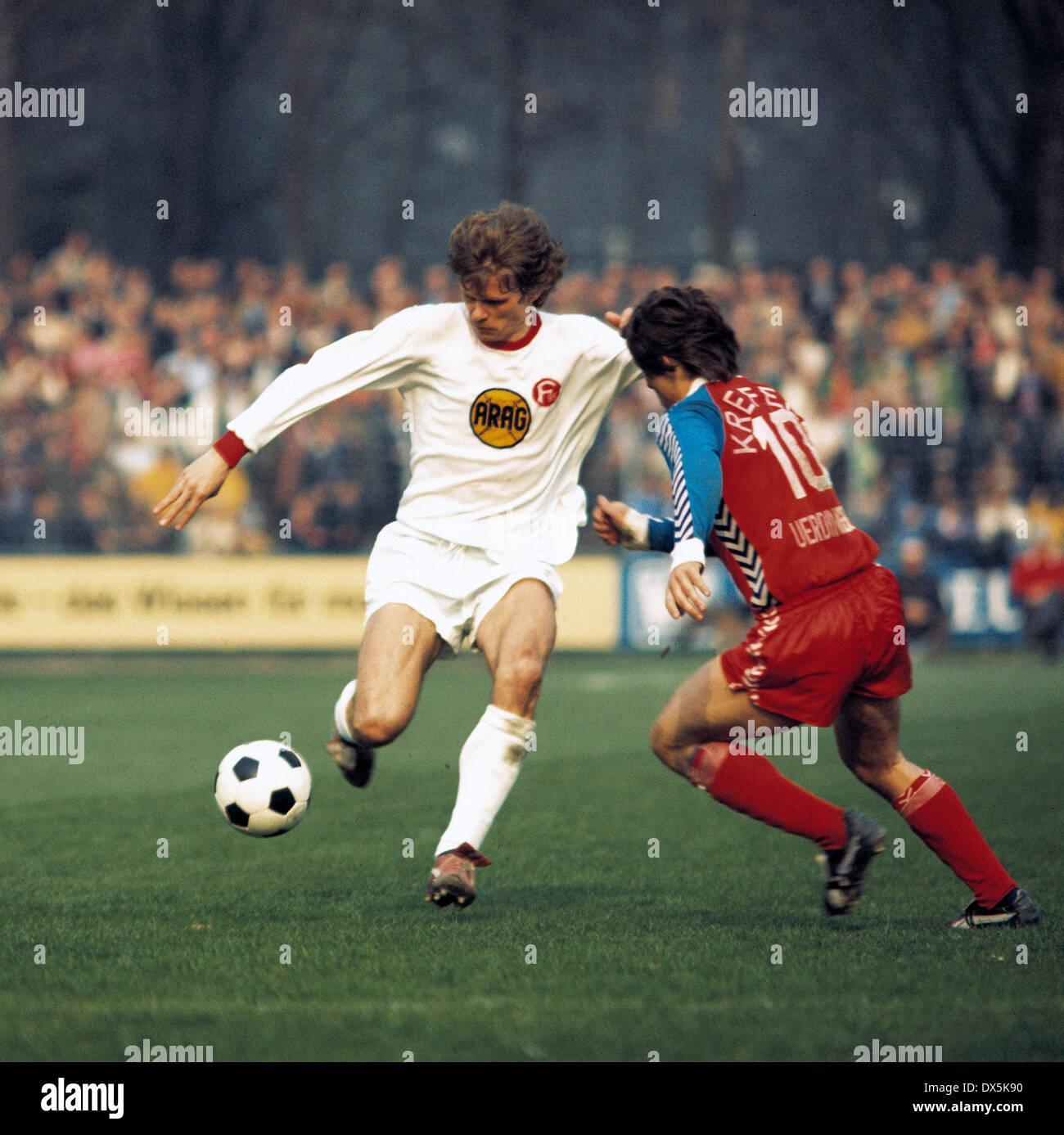 football, Bundesliga, 1975/1976, Grotenburg Stadium, FC Bayer 05 Uerdingen versus Fortuna Duesseldorf 2:0, scene of the match, Reiner Geye (Fortuna) and a player of Uerdingen - Stock Image