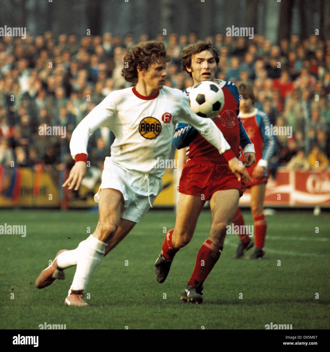 football, Bundesliga, 1975/1976, Grotenburg Stadium, FC Bayer 05 Uerdingen versus Fortuna Duesseldorf 2:0,scene of the match, Reiner Geye (Fortuna) left and Edmund Stieber (05) - Stock Image
